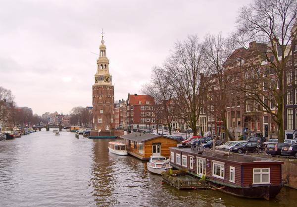 Будинки на воді в Амстердамі