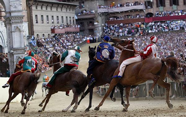 Кінні змагання Паліо В Сієні
