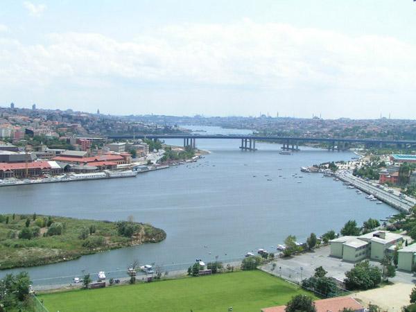 Бухта Золотий Ріг в Стамбулі