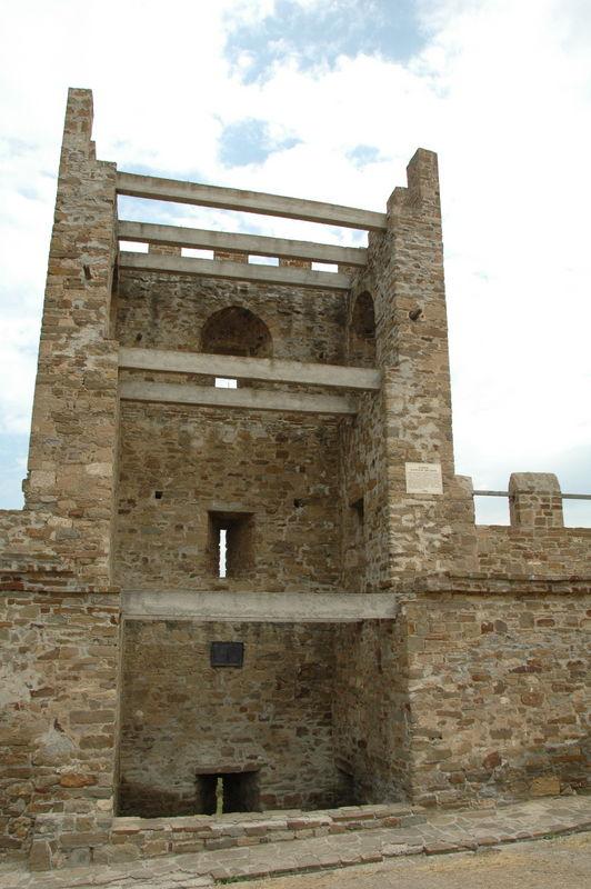 Генуезьська крепость. <br /> Замок