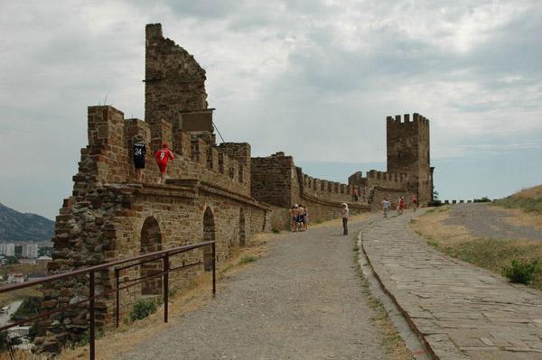 Генуезьська фортеця. Стіна