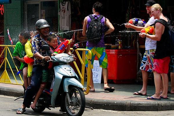 Свято Сонгкран в Таїланді