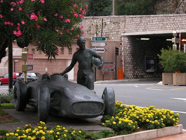 Пам'ятник автомобілю