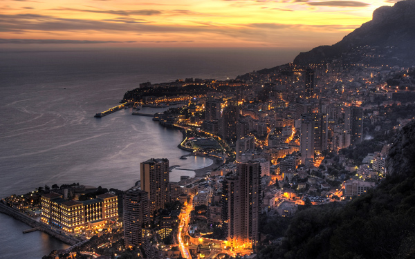 Монако вночі