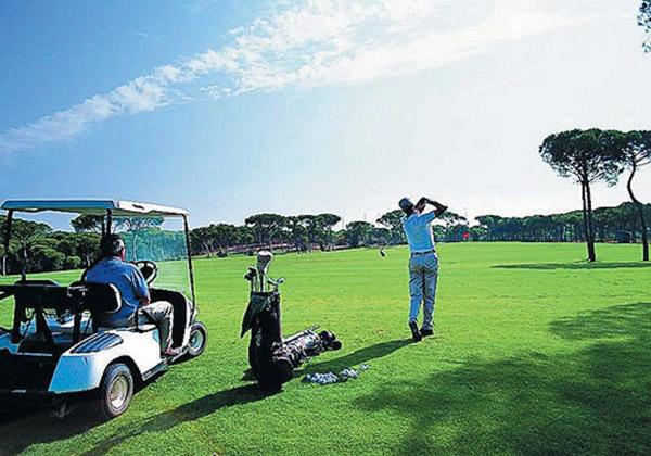 Гра в гольф в Белеку