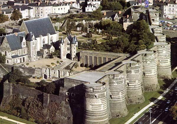 Замок у Франції Анжер