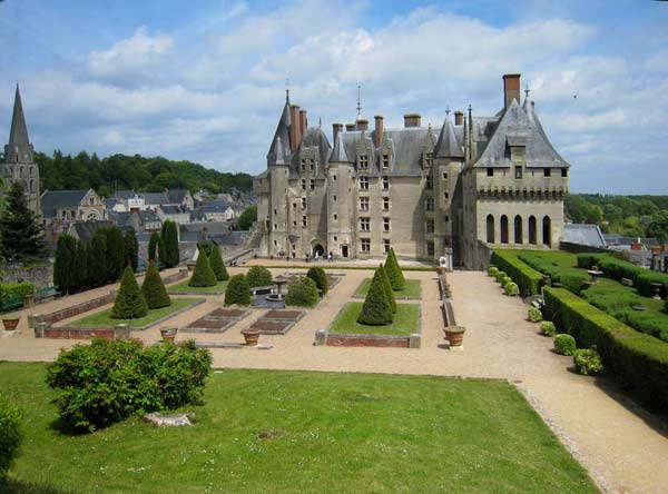 Замок у Франції Ланже