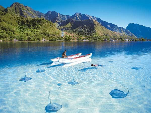 Прозоре море на Мальдівах