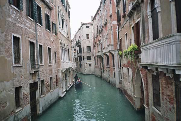 Вулиця на воді