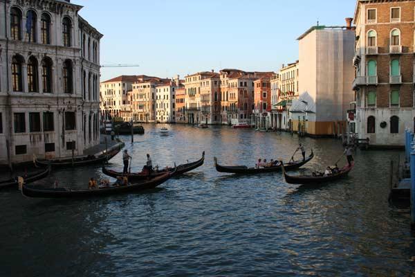 Гондоли в Венеції