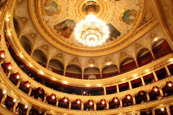 Оперний театр в Одесі всередині