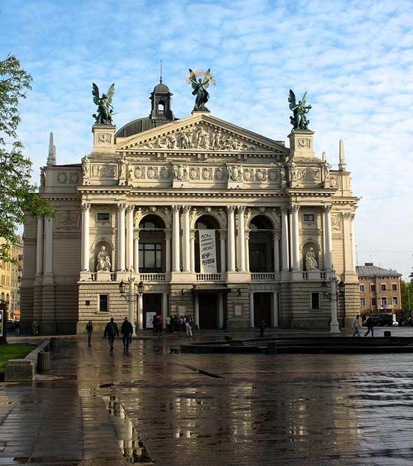 Опера у Львові