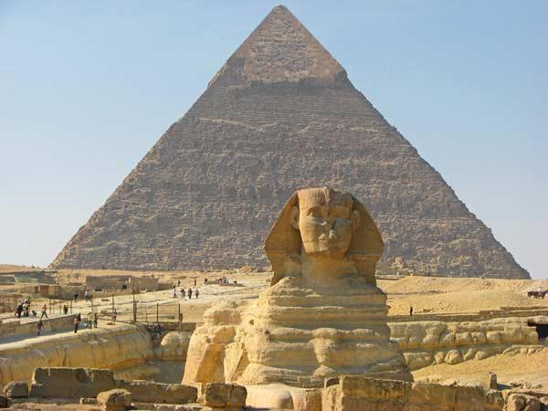 Сфінкс і піраміди