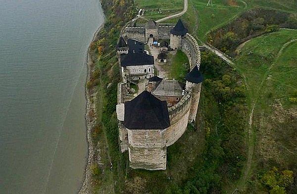 Вид згори на Хотинську фортецю