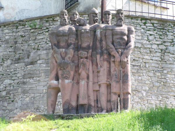скульптура в Олеському замку
