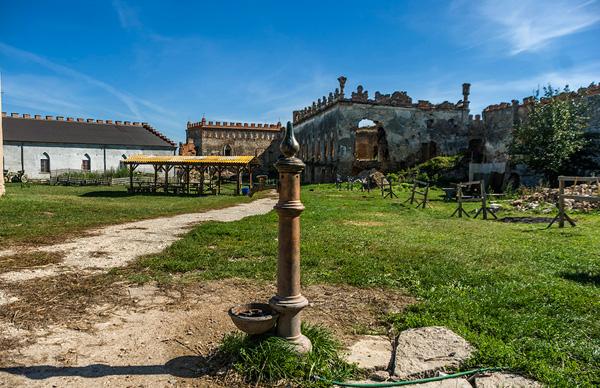 Меджибізький замок, площа