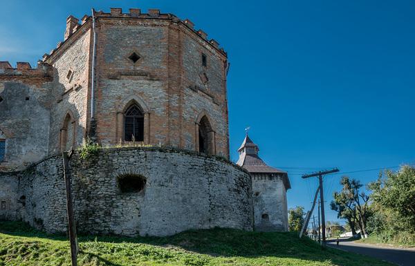 Меджибізький замок, кутова вежа