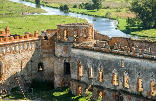 Меджибізький замок, стіни та вежа