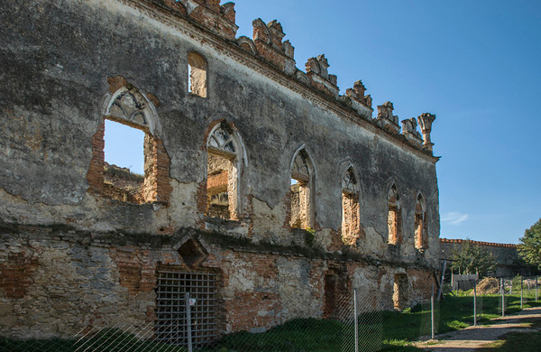 стіни всередині фортеці