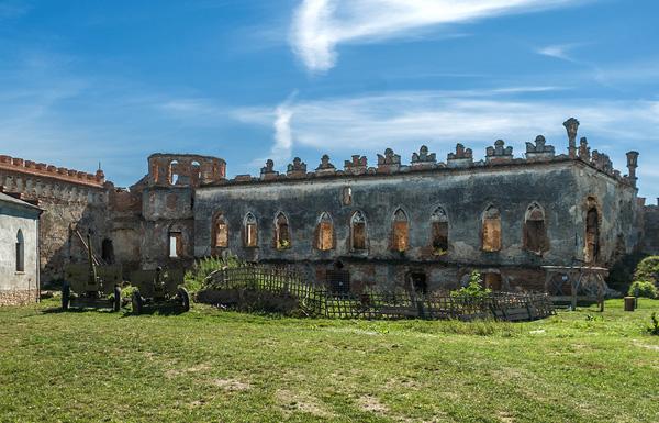 Меджибізький замок, залишки стін