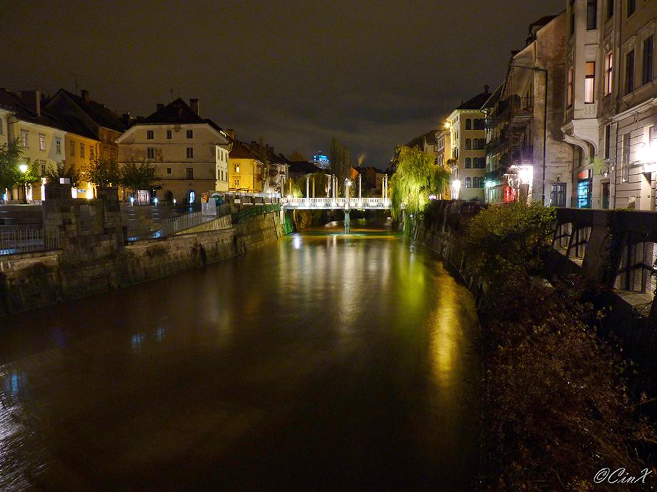 Річка Любляна вночі