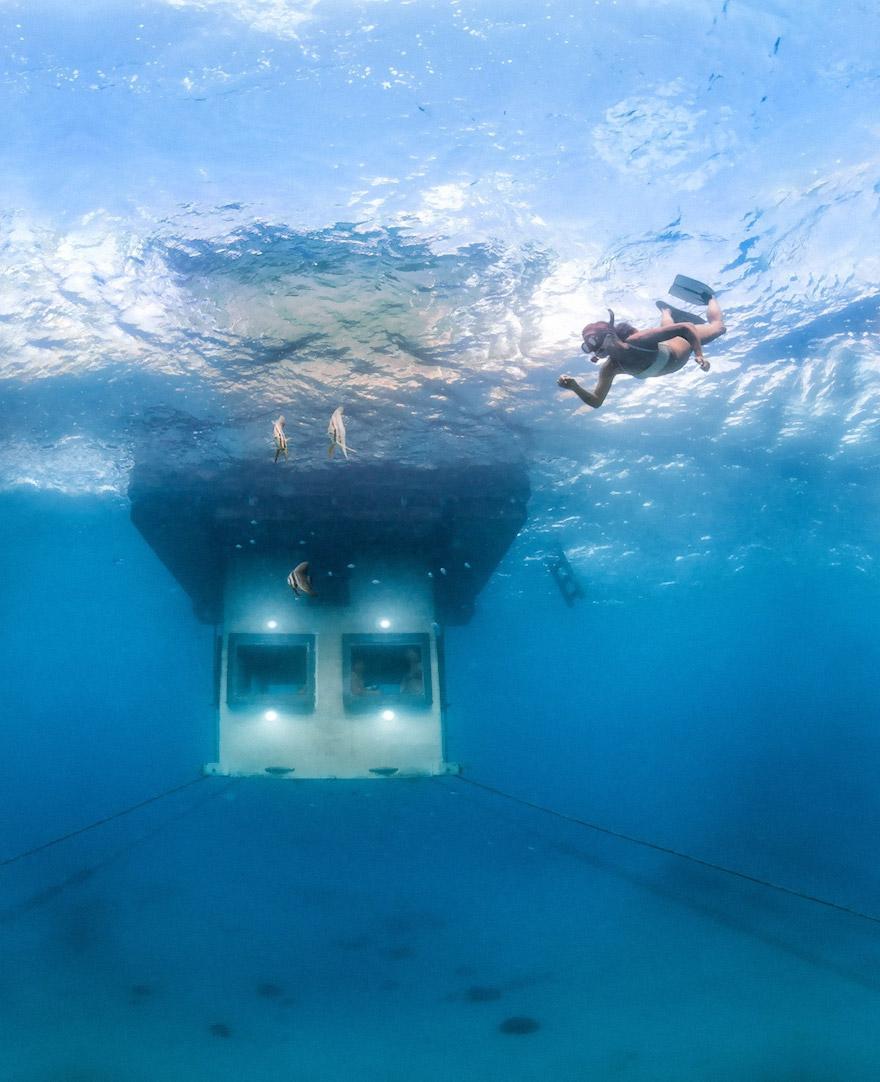 Підводний номер