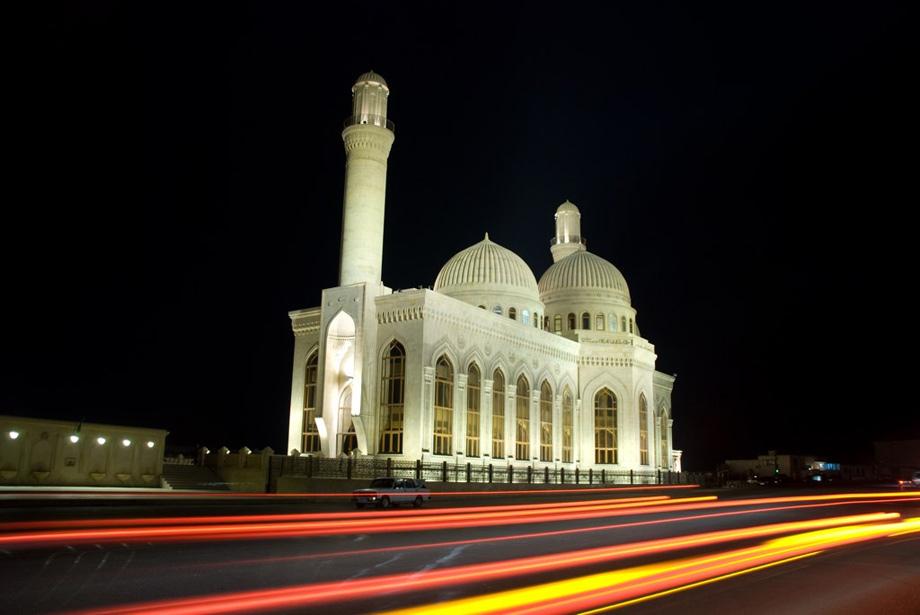 мечеть Бібі-Ейбат вночі