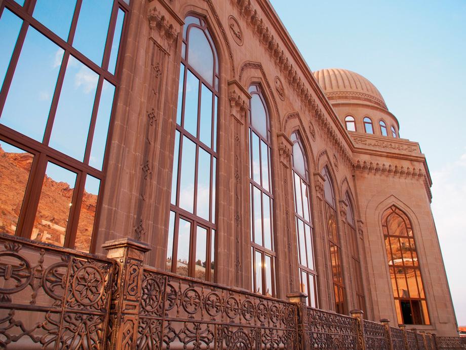 фасад мечеті Бібі-Ейбат