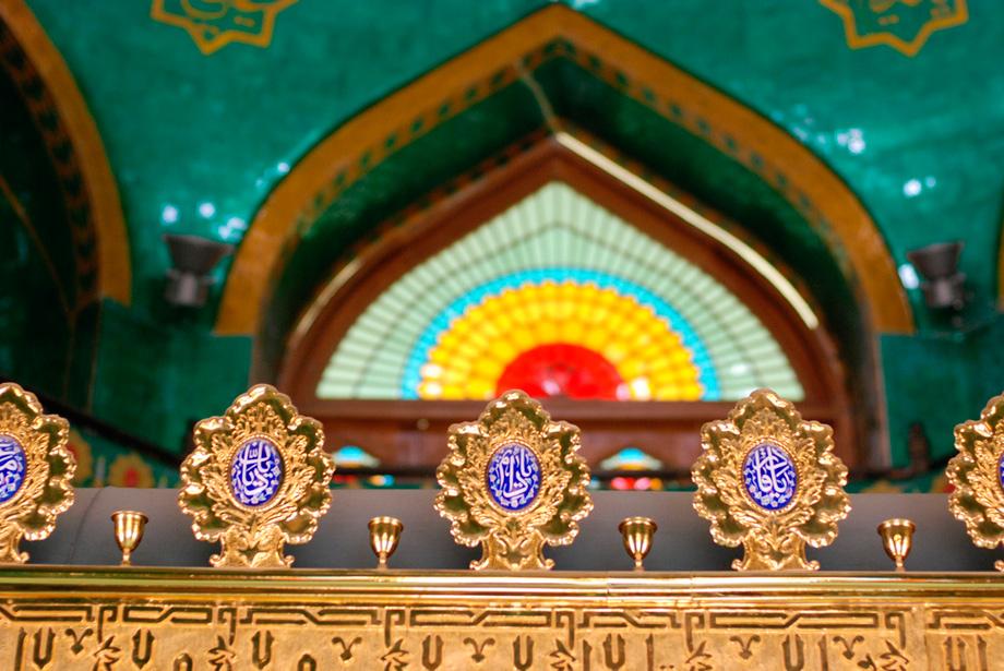 всередині мечеті Бібі-Ейбат