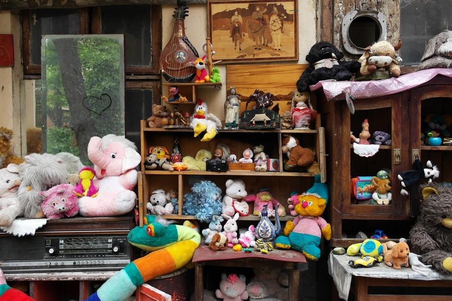 Двір загублених іграшок у Львові
