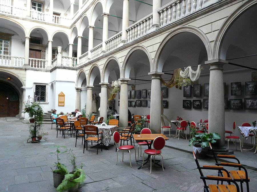 Венеціанський дворик у Львові