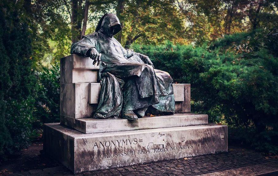 скульптура ченця Анонімуса