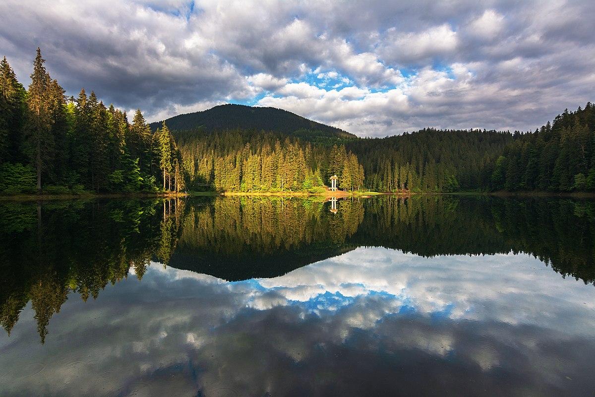 Unique-lake-Synevyr-in-Transcarpathia-02